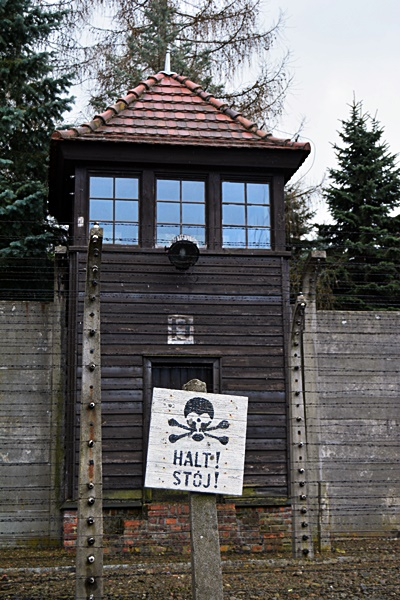 Auschwitz, columna de vigilancia