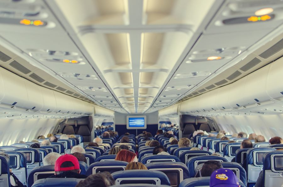 Las 8 cosas que deberías saber antes de subir a un avión (contadas por una azafata de vuelo)