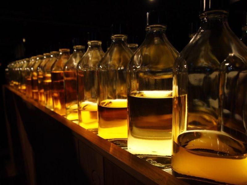 Hacer un tour del whisky en Escocia