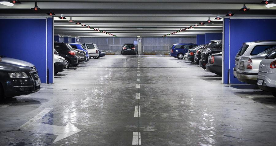 La mejor manera de conseguir parking en los aeropuertos