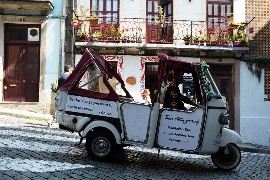 ¿Qué vehículo es mejor para viajar con muchas personas?