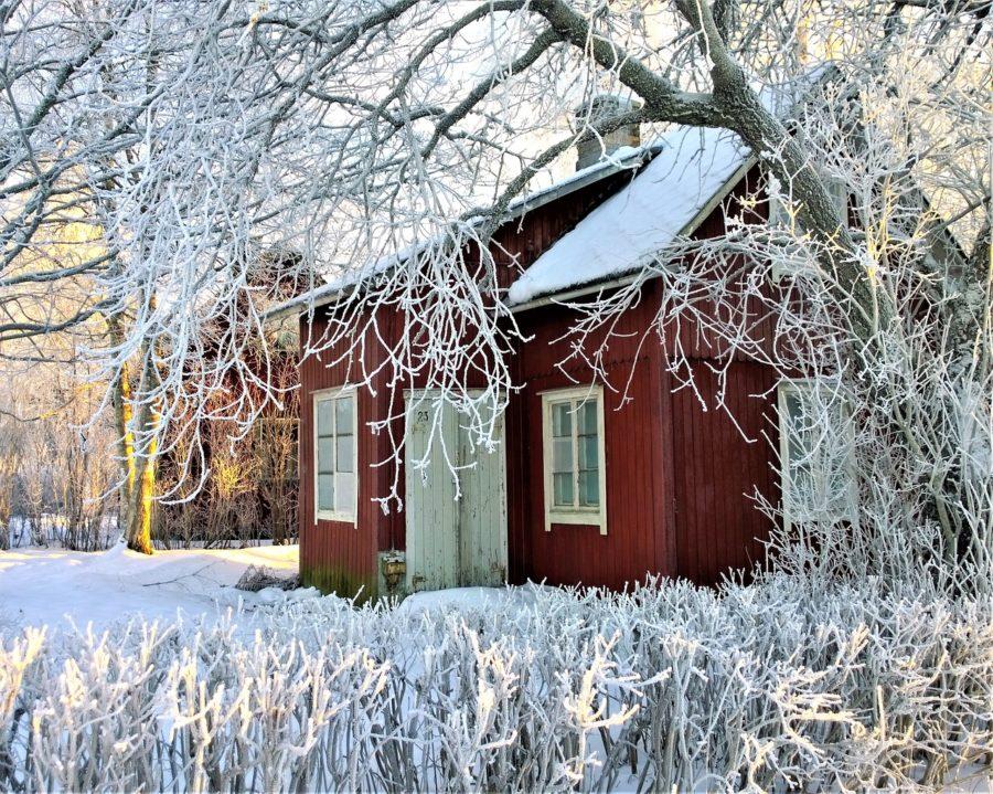 casa en invierno con mucha nieve