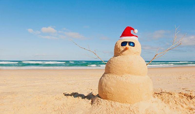 Muñeco de arena similar al de nieve en Sudáfrica.