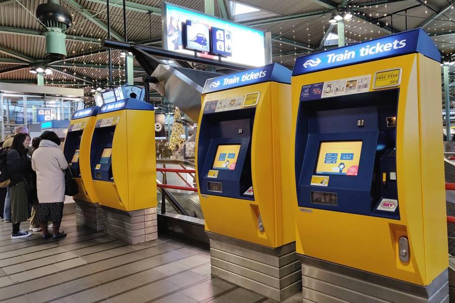 Ir del aeropuerto a Ámsterdam - Máquinas para comprar los billetes