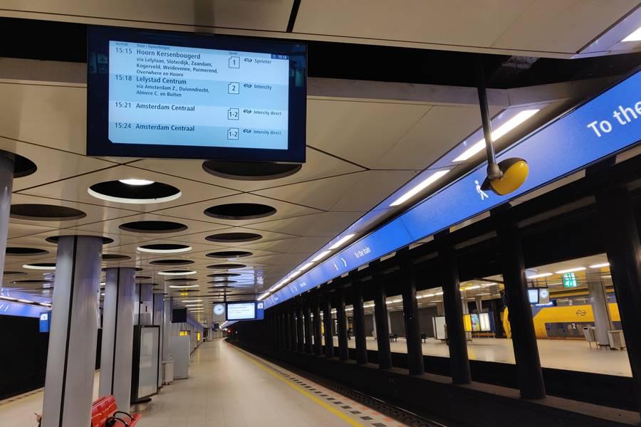 Ir del aeropuerto a Ámsterdam - Información en el andén
