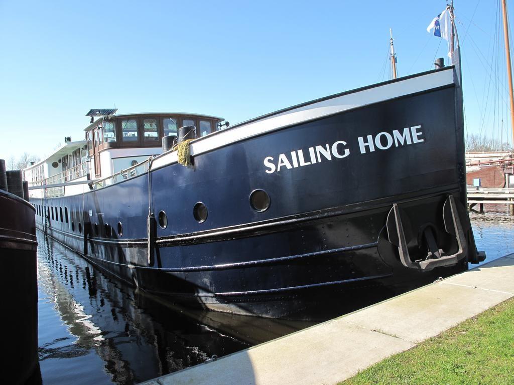 Donde dornir en Ámsterdam - Frente de un barco