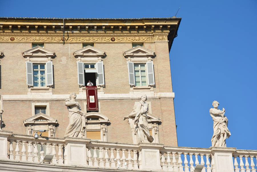 ver al Papa en el Vaticano - El Papa asomándose a la ventana