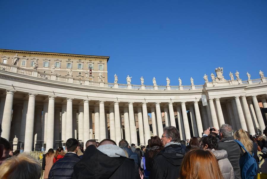 ver al Papa en el Vaticano - Gente en la plaza