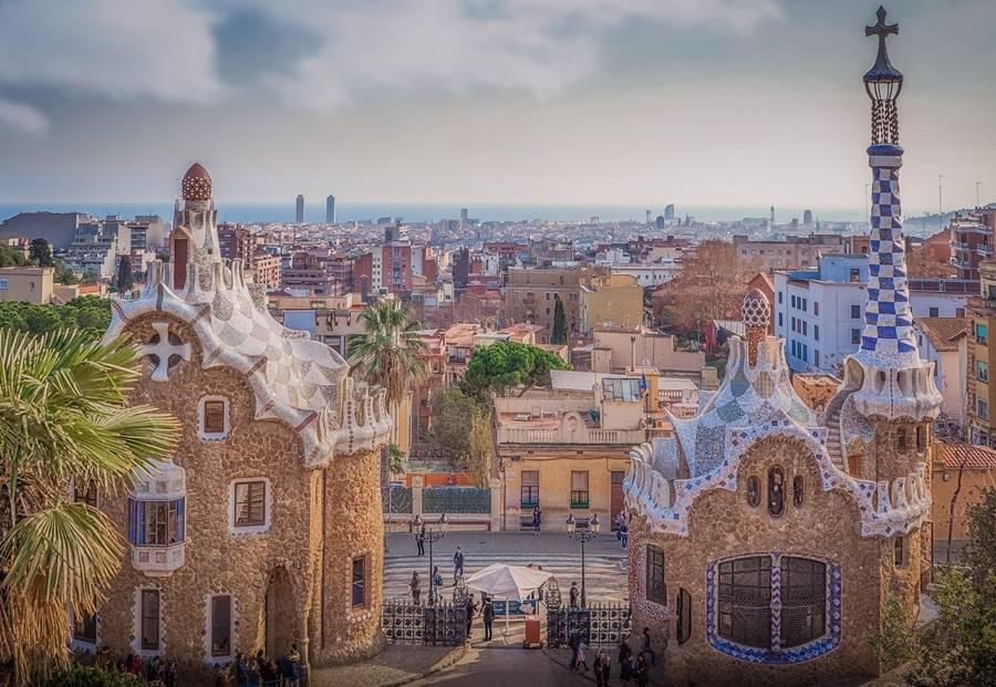 Vista aérea del parque guell donde se ven las obras de Gaudi