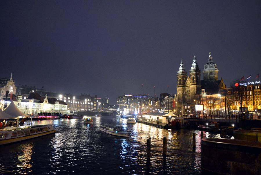 Canales de noche con una imagen muy fría