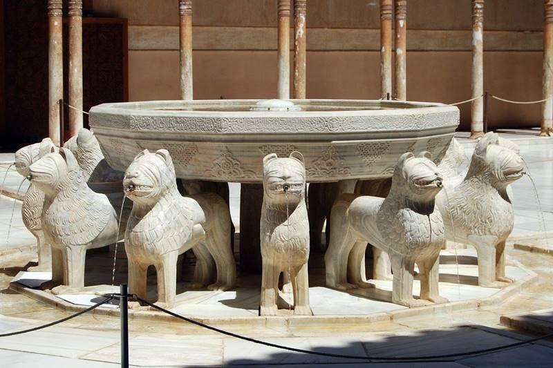 Fuente de los Leones en la Alhambra