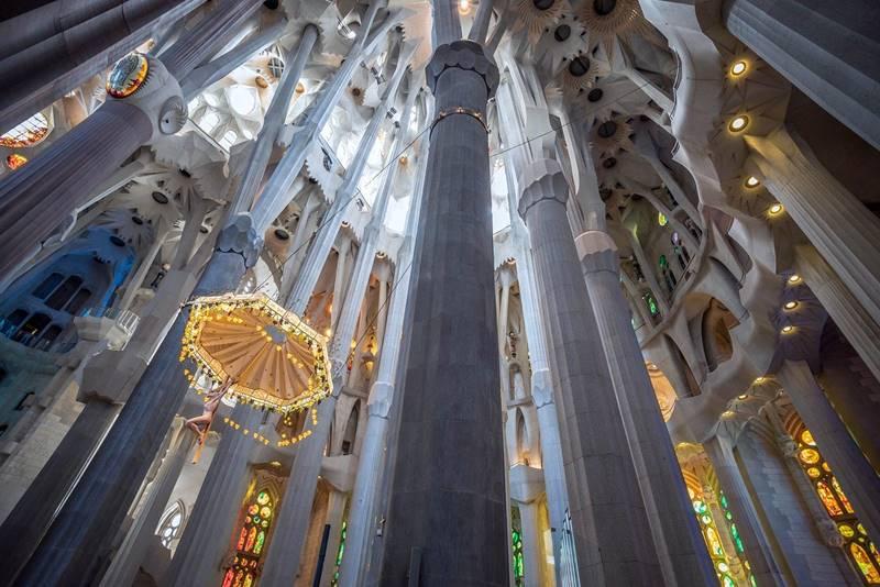 Columnas de la Sagrada Familia en el interior del edificio