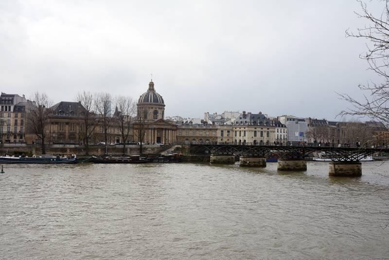 Vista del río Sena un día nublado - Qué ver en París