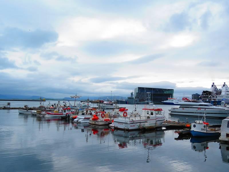 Barcos amarrados en el puerto.