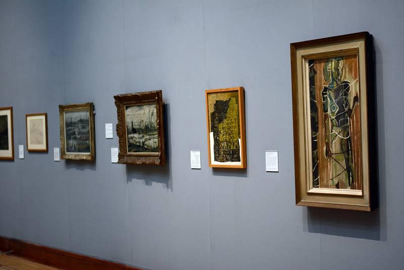 Cuadros en una exposición del museo