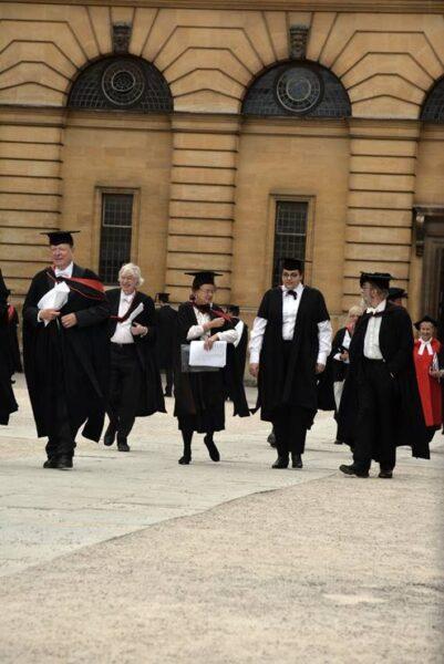 Estudiantes el día de graduación