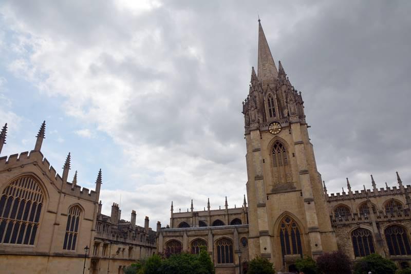 Edificio de Oxford visto desde abajo