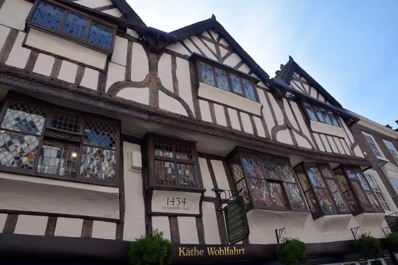 Edificios y casas históricas en la zona antigua de York.