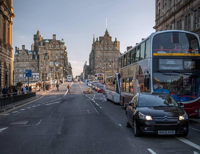 Bus en North Bridge, Edimburgo