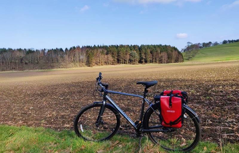 Bicicleta en un campo