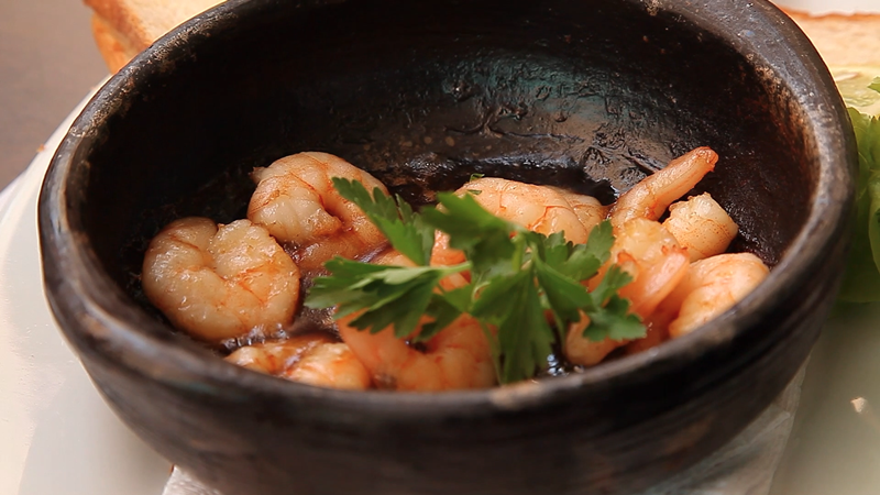 camarones servidos en un plato.