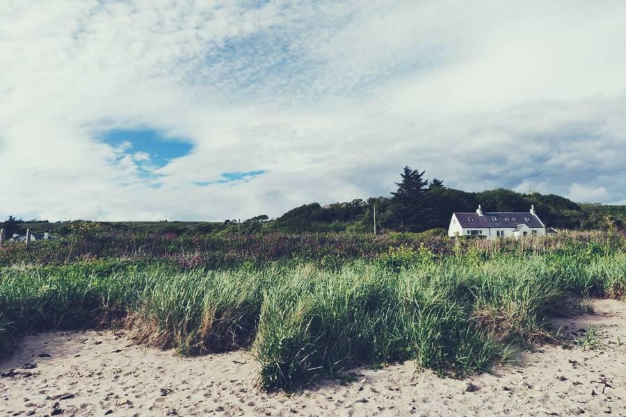 Viajar a isla de Arran, casa solitaria junto a una playa