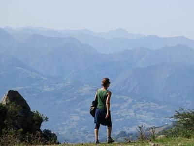Retiro Mindfulness en Asturias, caminata por las montañas