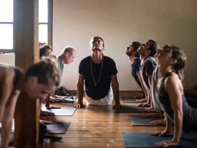 Retiro Mindfulness en Asturias, yoga