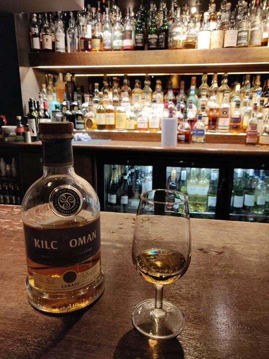 Qué ver en Edimburgo - Whisky en un pub.